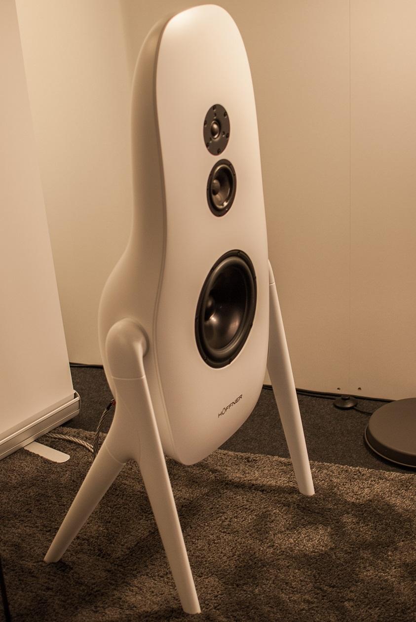 Höffner H1 - Hübsches Corian-Lautsprecher-Gehäuse