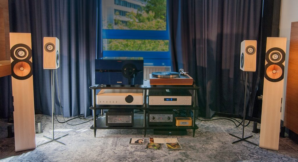 Boenicke Setup mit Kompaktlautsprecher W5 und Standlautsprecher W8