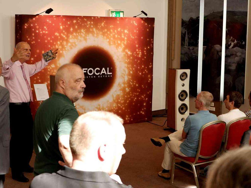 Die neue Focal Kanta No 3 im Workshop mit Matthias Böde. Welche Auswirkung haben Racks und Gerätefüsse?