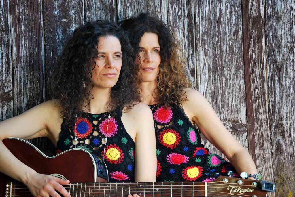 Vivid Curls. 2 Frauen aus dem Allgäu spielen Folk, Pop und Rock in Mundart
