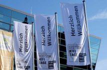 Flaggen der Audio und Stereoplay am Eingang der deutschen HiFi-Tage 2018 im Darmstadtium