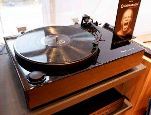 Plattenspieler Magnat MTT 990 mit Direktantrieb sowie Tonabnehmer Audio Technica AT95