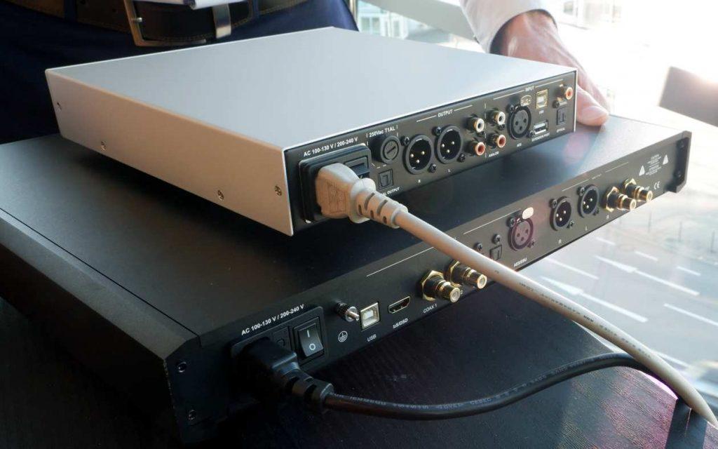 Rückseite des D/A-Wandlers NuPrime Evo DAC mit digitalen Eingängen