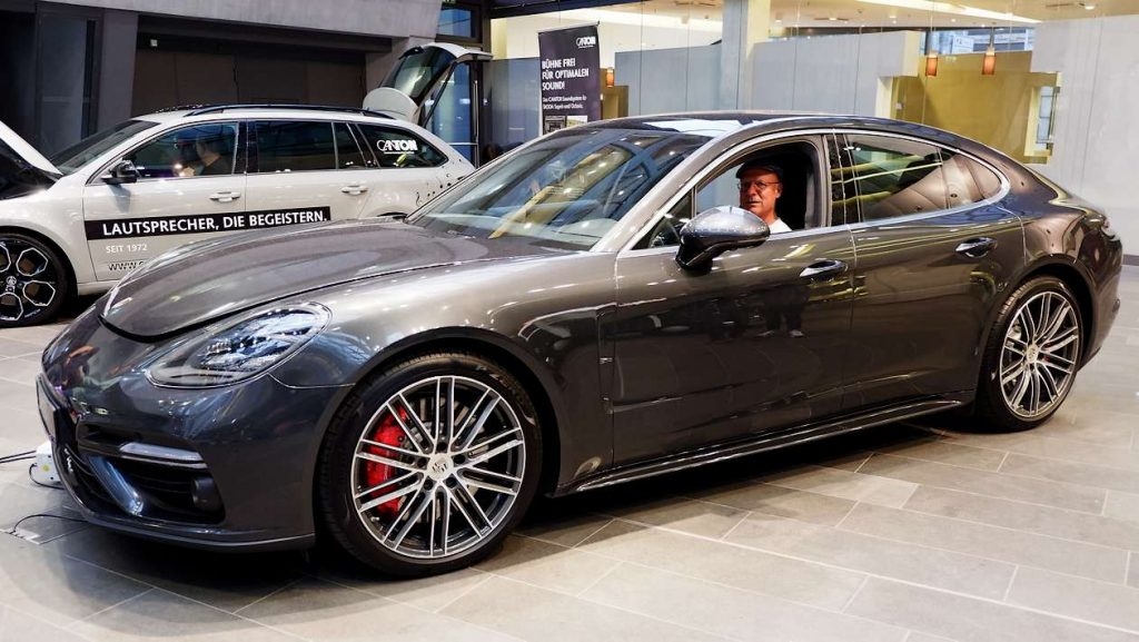 HiFi-IFAs Chefredakteur im Porsche Panamera mit Burmester HiFi-Anlage
