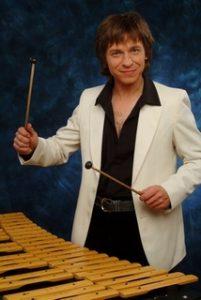 Musiker Sergej Sheptunov - Xylophon und Schlagzeug