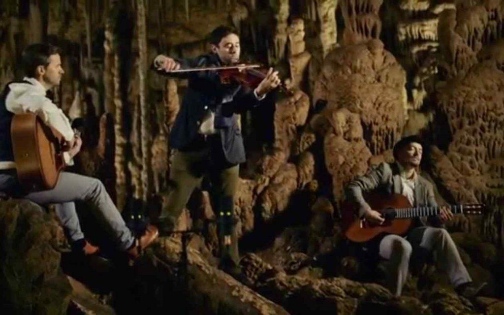 """Cobario mit """"Deep Down Sea"""" in der Tropfsteinhöhle Katerloch in der Steiermark"""