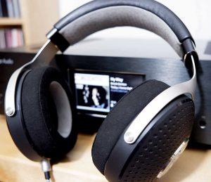 Kopfhörer Focal Elegia vor Cambridge Audio 851N