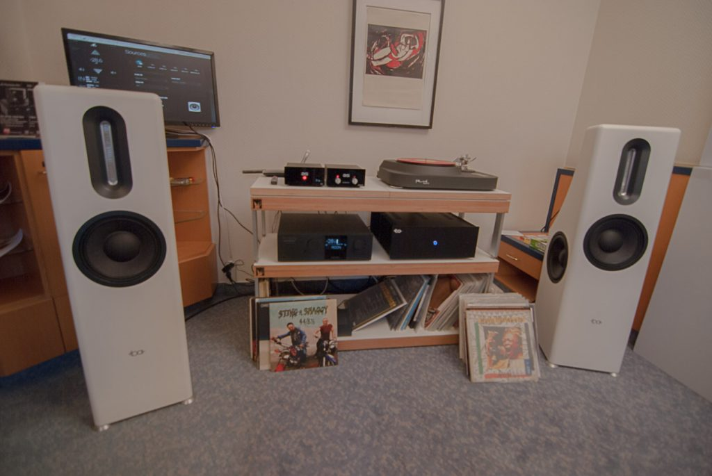 Bohne Audio Aktiv-Lautsprecher mit Trinnov Elektronik und Reed Plattenspieler