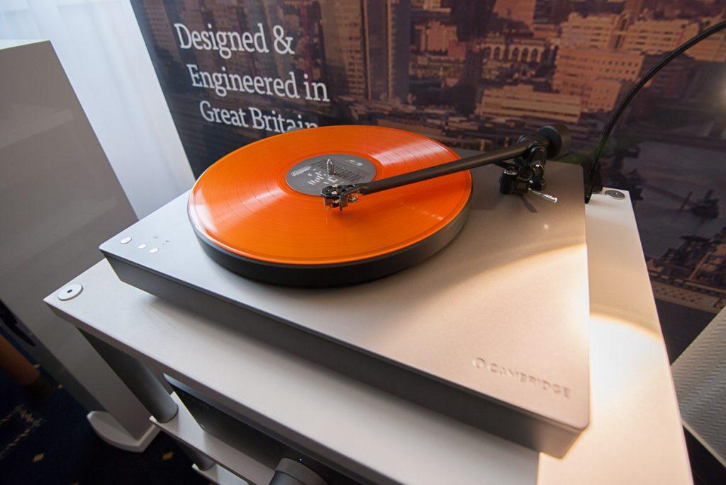 Cambridge Audio Alva TT Plattenspieler mit integrierter Phono-Vorstufe