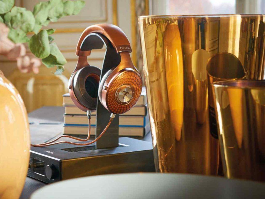 Kopfhörer-Verstärker Arche von Focal mit Kopfhörer Stellia