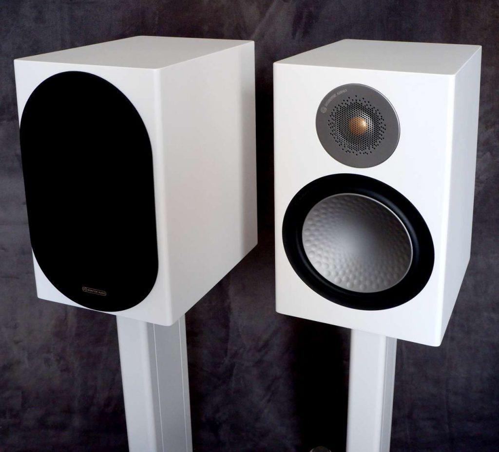 Test Kompaktlautsprecher Monitor Audio Silver 100 mit und ohne Bespannung