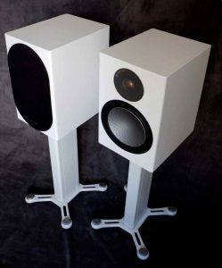 Monitor Audio Silver 100 auf Lautsprecherständer