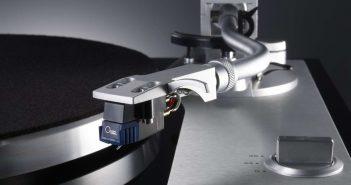 Plattenspieler TEAC TN 4D mit Tonabnehmer von Oyster