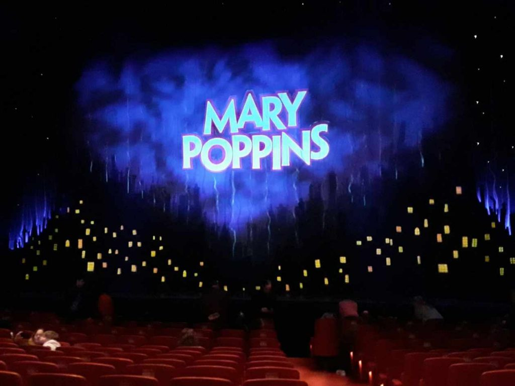 Die Bühne des Musical Mary Poppins in Hamburg
