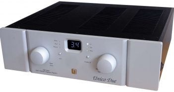 Röhren-Transistor-Verstärker Unison Unico Due im Test der HiFi-IFAs. Hier im Bild die Frontansicht mit dem Lautstärkeregler und Display
