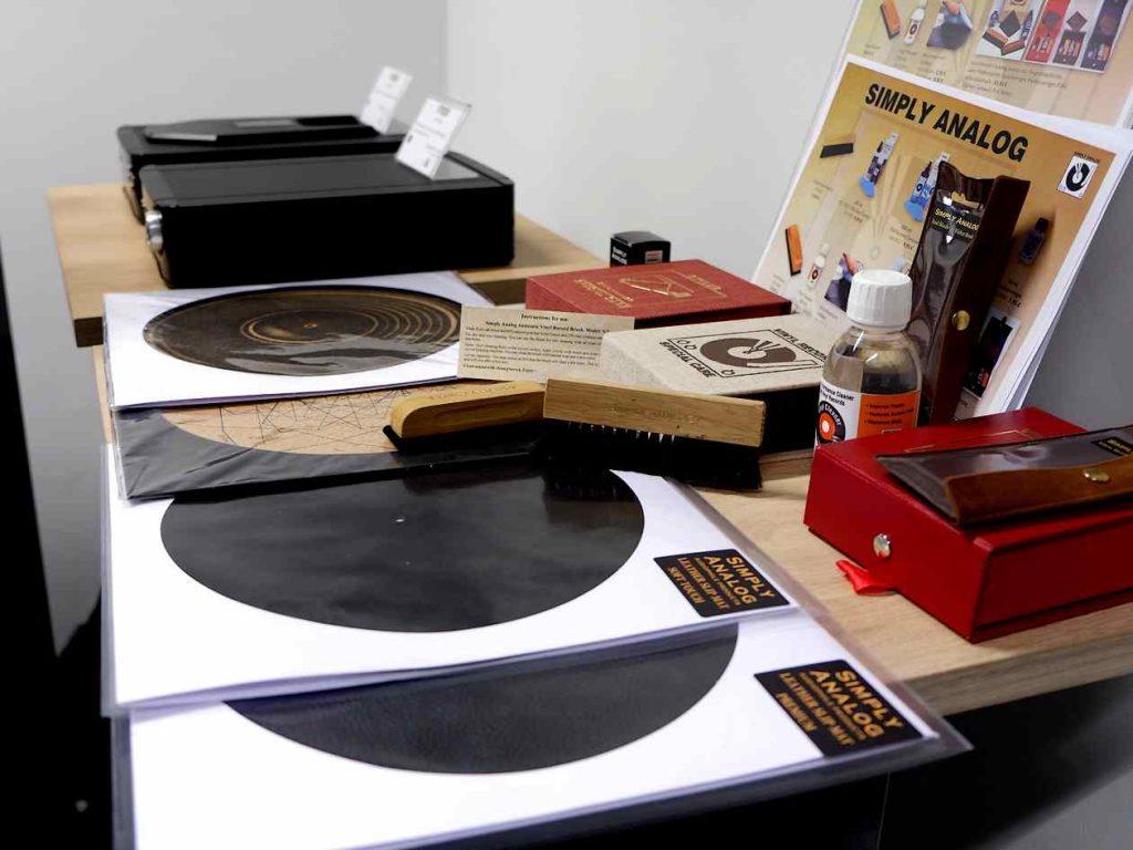 Schallplattenbürsten und Plattenspielerauflagen von Simply Analog