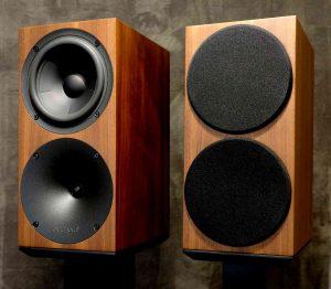 Hochtöner & Tief-Mitteltöner des passiven Kompaktlautsprecher Buchardt Audio S400 mit magnetisch haftemder Lautsprecher-Abdeckung