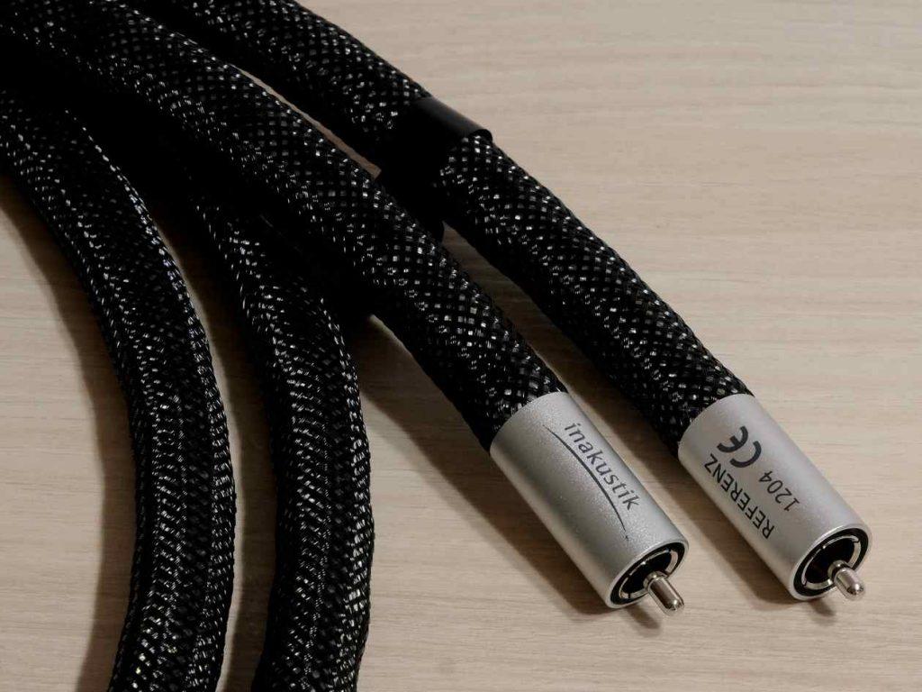 Im Test das High End Cinch-Kabel In-Akustik Referenz 1204 Air. Aufgrund des giten Klangs unser HiFi-IFAs Hammer bzw. Highlight