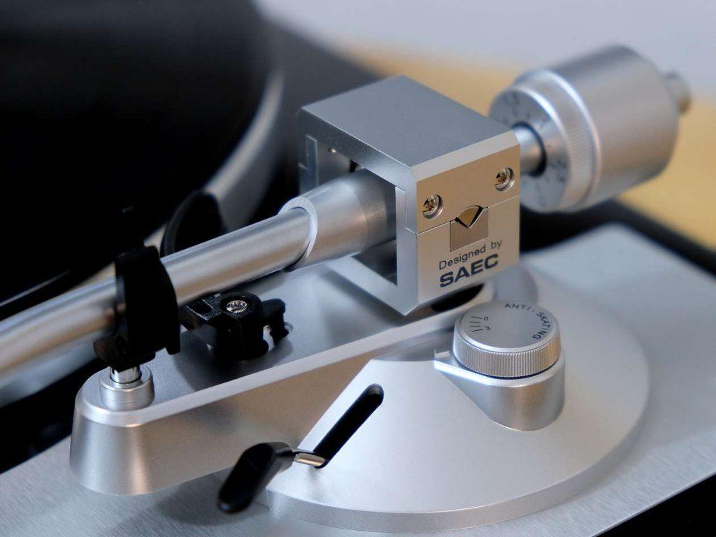 Tonarm von SAEC am Plattenspieler TEAC TN-4D