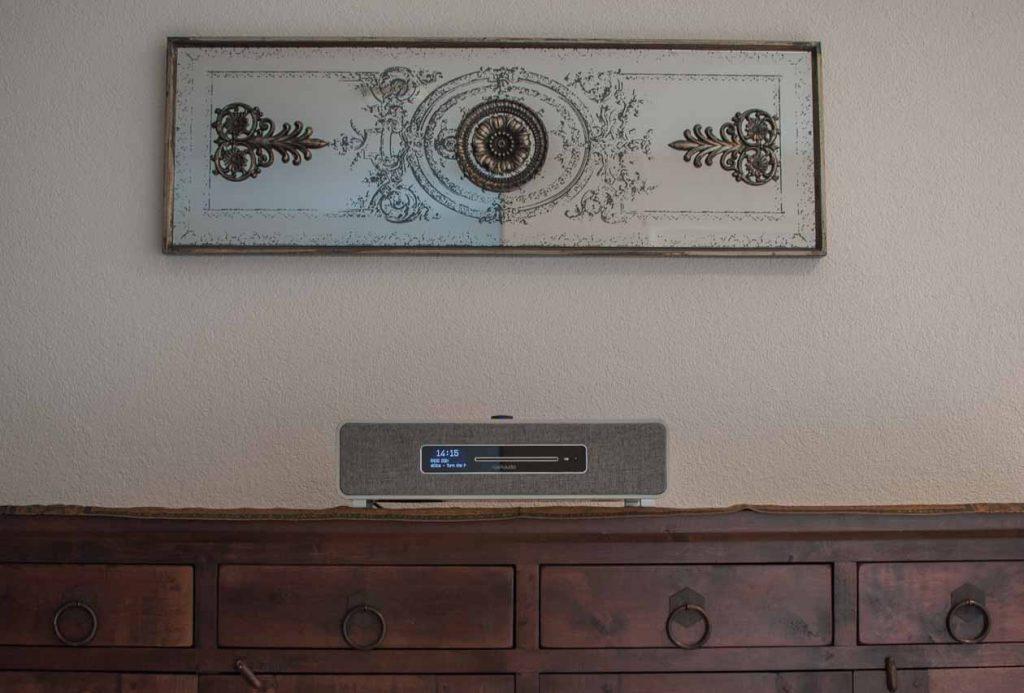 Ruark Audio R5 - Schickes All-In-One-System im Wohnraum