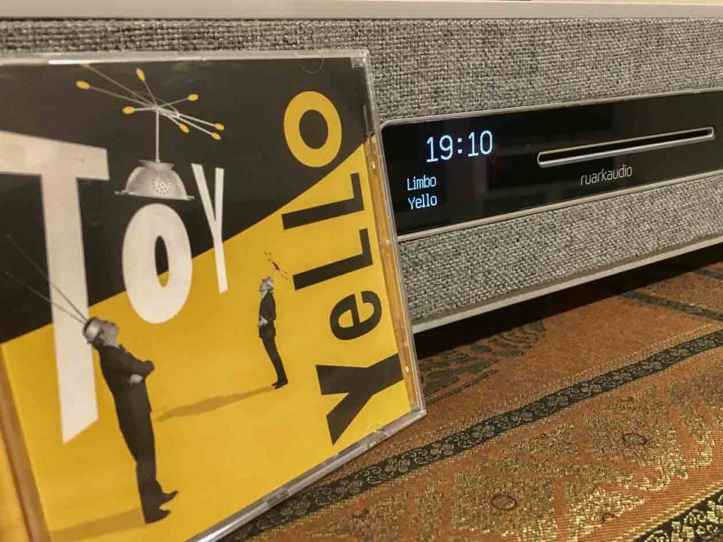 Ruark Audio R5 - Schicke Front, gut ablesbares Display