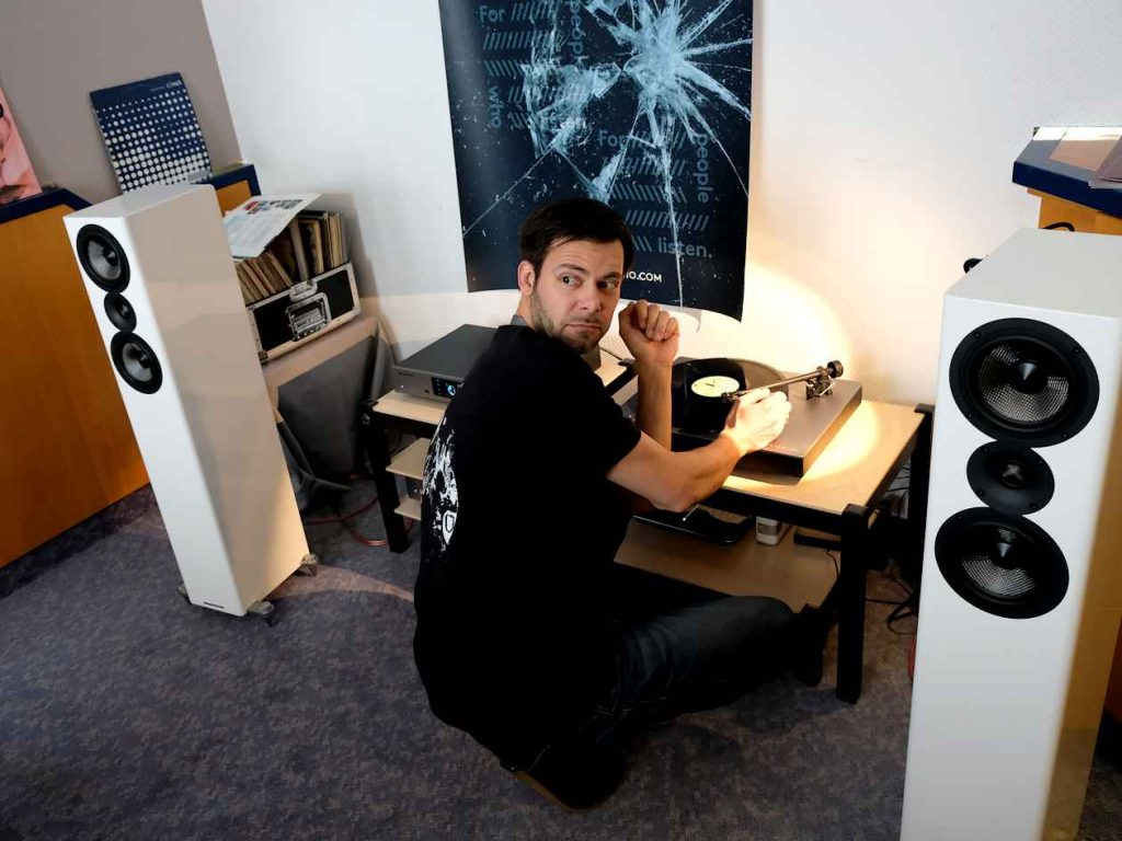 Cambridge Audio Vollverstärker CXA 81, Netzwerkspieler CXN V2 und Plattenspieler Alva TT