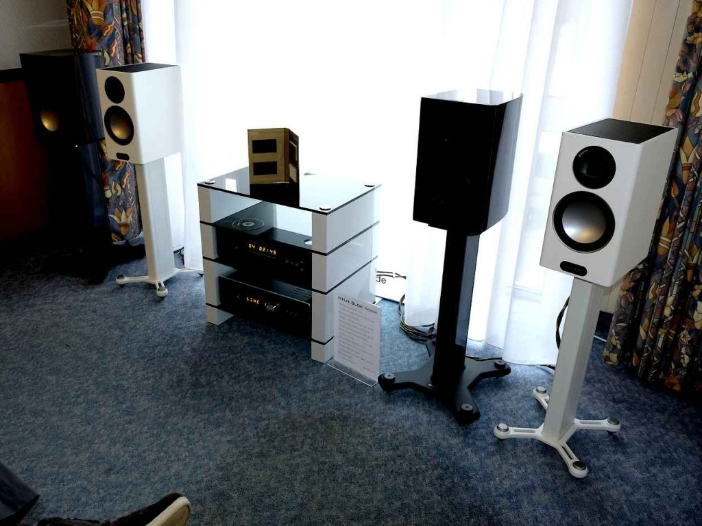 Kompaktlautsprecher Monitor Audio Gold 100 mit HiF-Verstärker und CD-PLayer von Roksan