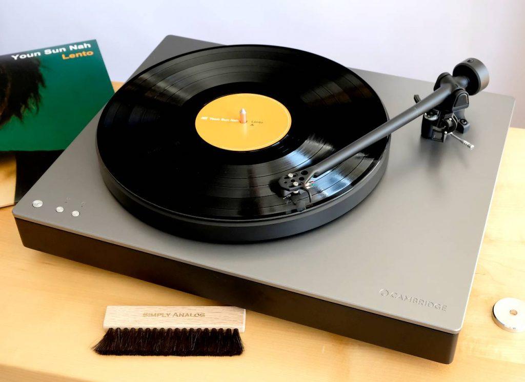 Im Test der Plattenspieler Cambridge Audio Alva TT mit Direktantrieb, MC-Tonabnehmer, MC-Vorverstärker, A/D-Wandler und Bluetooth aptX HD