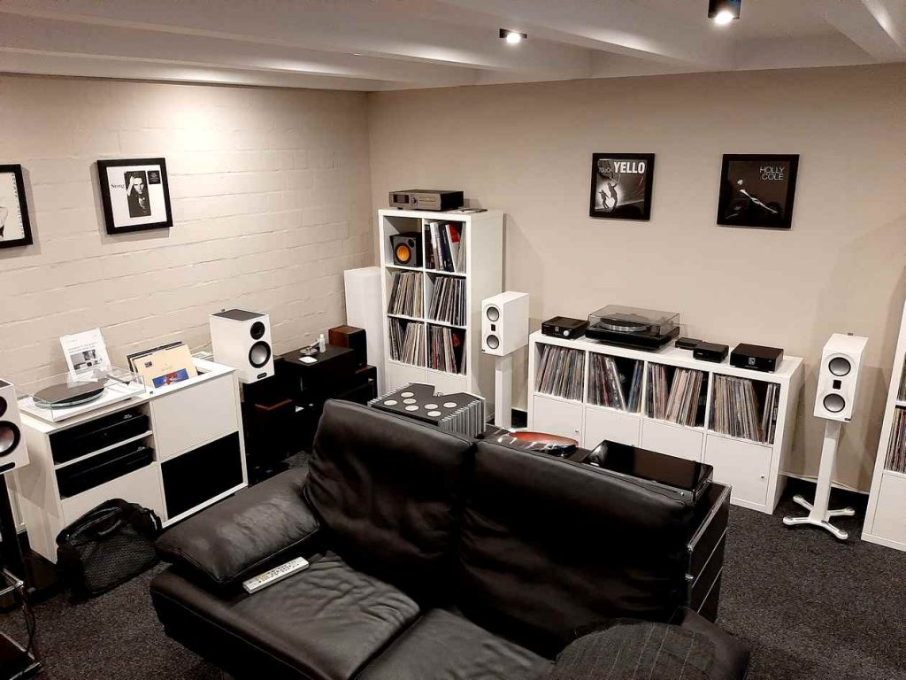 Monitor Audio Lautsprecher und Plattenspieler von Rega und Reparatur von Thorens