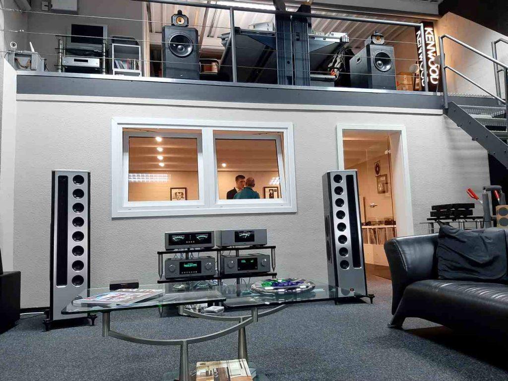 """Die T+A HV-Serie und die Solitaire CWT 1000-40 Anniversary Edition Lautsprecher im HiFi-Studio """"Die Stereoanlage"""""""