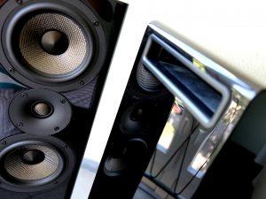 Bassreflex-Öffnung des Standlautsprecher Acoustic Energy AE 509