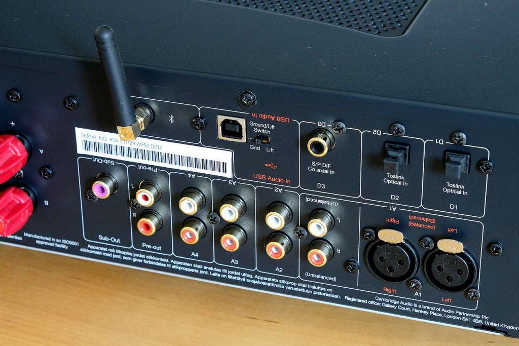 Die digitalen und analogen Eingänge am Cambridge Audio CXA81