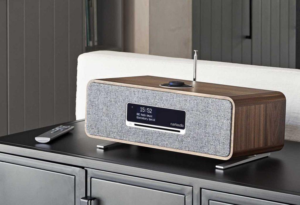 Die neue günstige HiFi-Komplettanlage Ruark Audio R3 in Walnuss