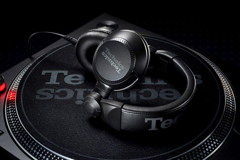 Technics Kopfhörer DJ 1200 mit Technics Plattenspieler 1210 MK7