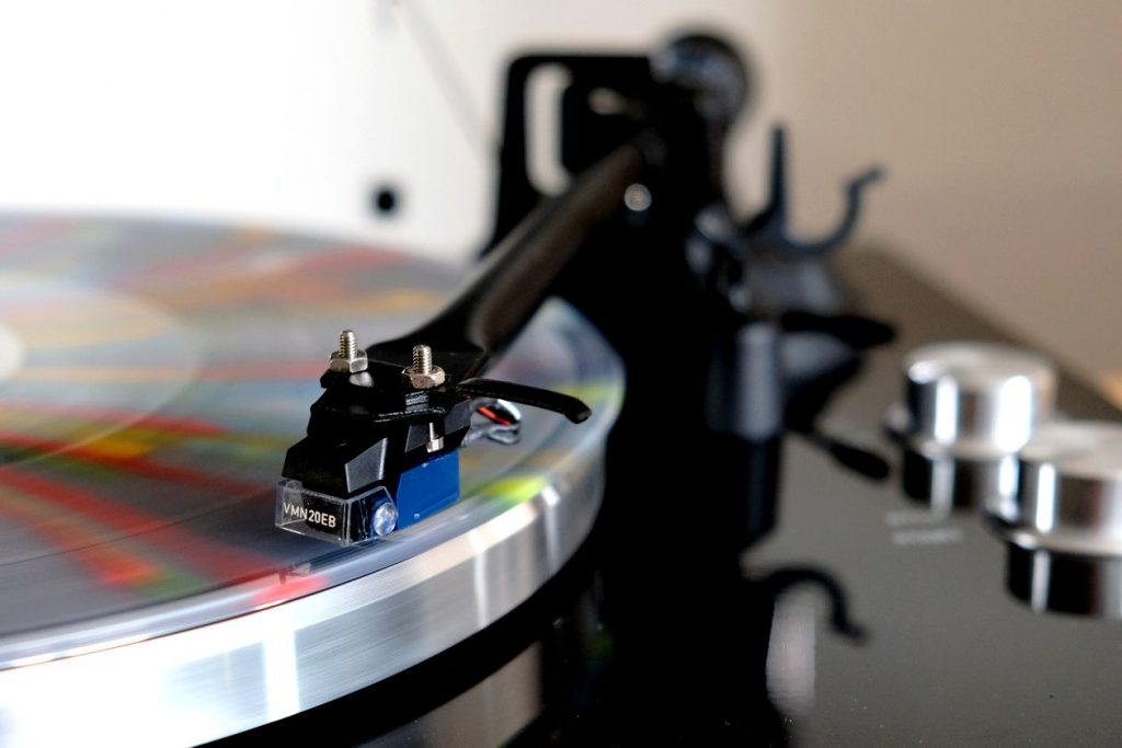 Das Audio Technica VM 520 EB am Plattenspieler Blue Aura PG1 im Test