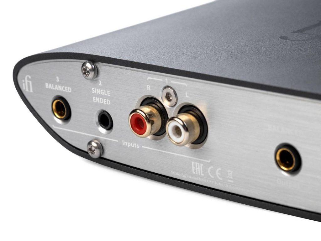 Im Bild die Anschlüsse des Kopfhörer-Verstärker iFi Audio ZEN