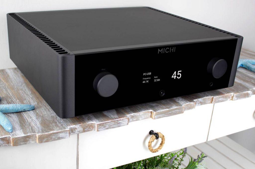 Im Bild der neue High End Vollverstärker MICHI X3 von Rotel