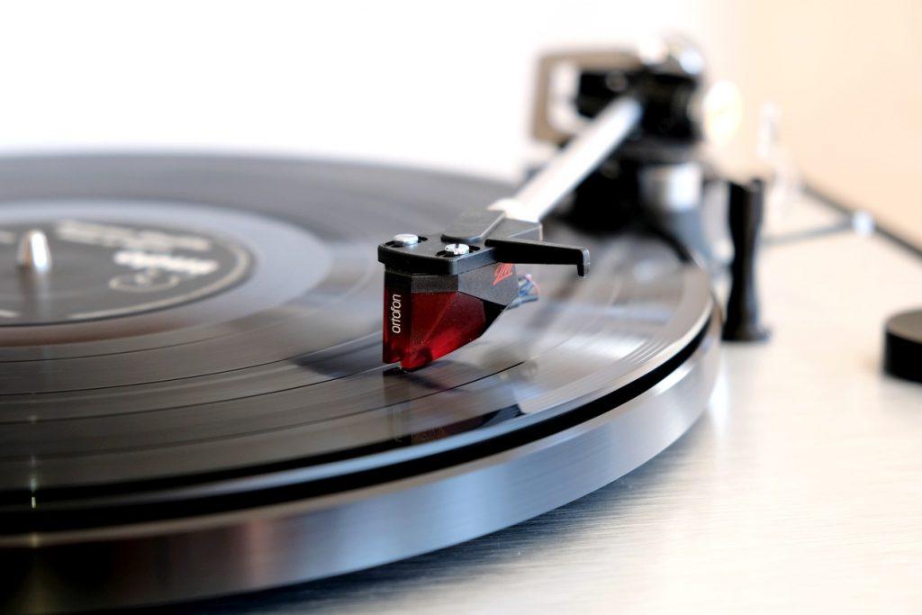 """Dual CS 800 mit Ortofon 2M Red sowie der LP """"Autumn Shuffle"""" von Pedar af Ugglas"""