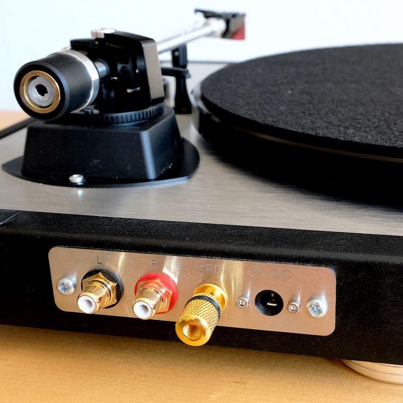 Das Cinch-Anschlussfeld am Plattenspieler Dual CS 800