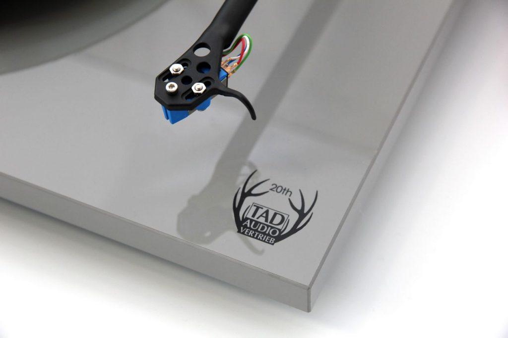 Sondermodell des Rega Plattenspieler für das Jubiläum 20 Jahre TAD Audio-Vertrieb