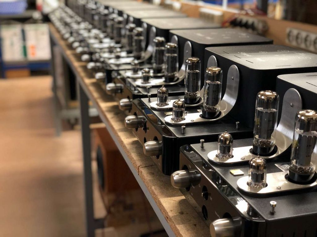 Produktion des Röhren Vollverstärker Unison Simply Italy für 2000 Euro