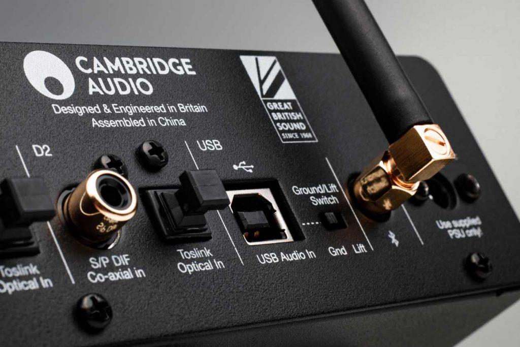 Anschlüsse am neuen D/A-Wandler Cambridge Audio Dac Magic 200