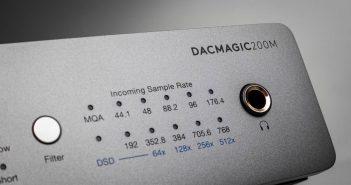 Im Bild der neue D/A-Wandler Dac Magic 200 von Cambridge Audio mit integriertem Kopfhörer-Verstärker