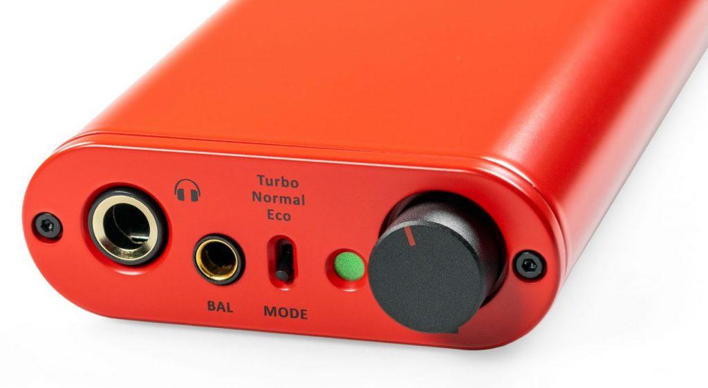 Im Bild der neue High End D/A-Wandler und Kopfhörer-Verstärker ifi micro Diablo mit Lautstärkeregler