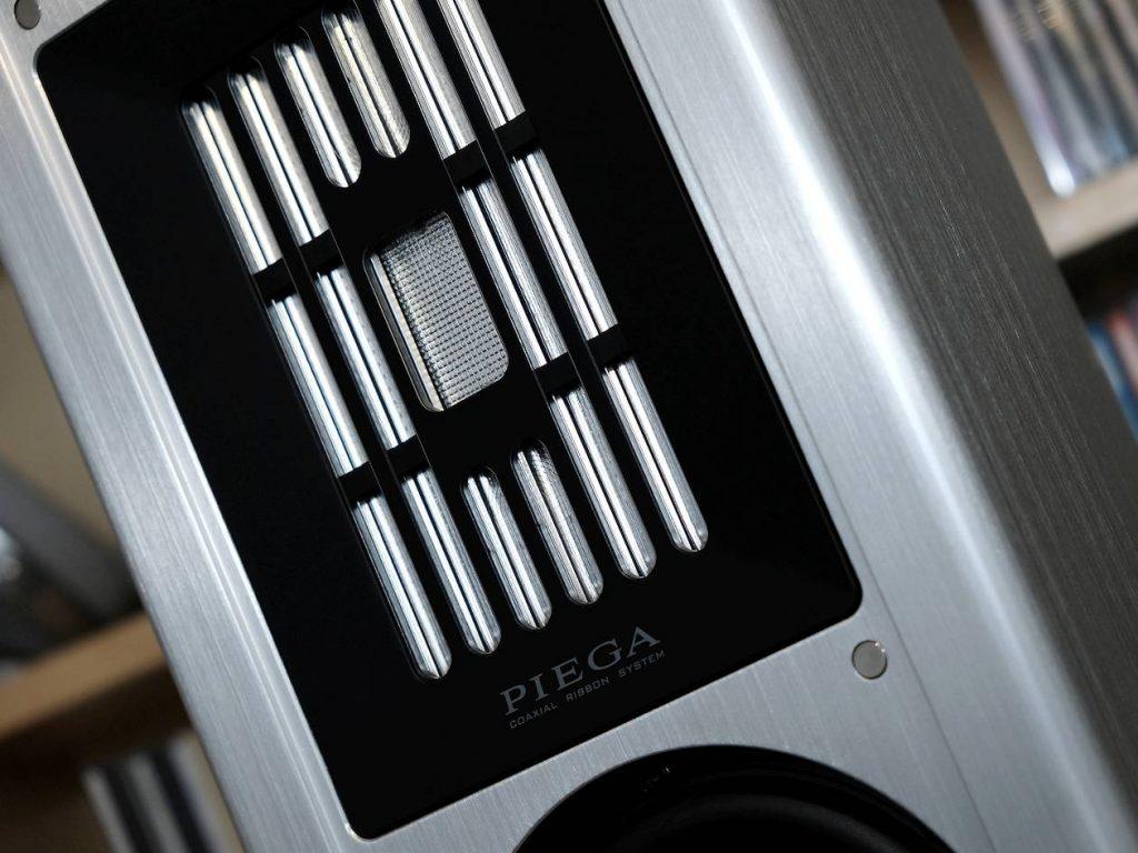 Im Test die Standlautsprecher Piega Coax 511 in der 10.000 Euroklasse. Im Bild der Hoch-Mittel-Töner mit Bändchen
