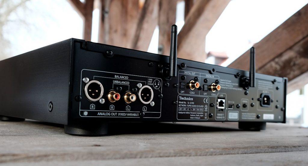 Im Bild die Cinch- und XLR Anschlüsse des High End Netzwerkplayer Technics SL-G700