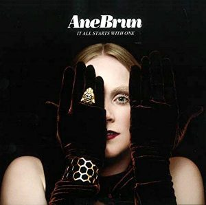 "Ane Brun mit dem Lied ""These Days"""