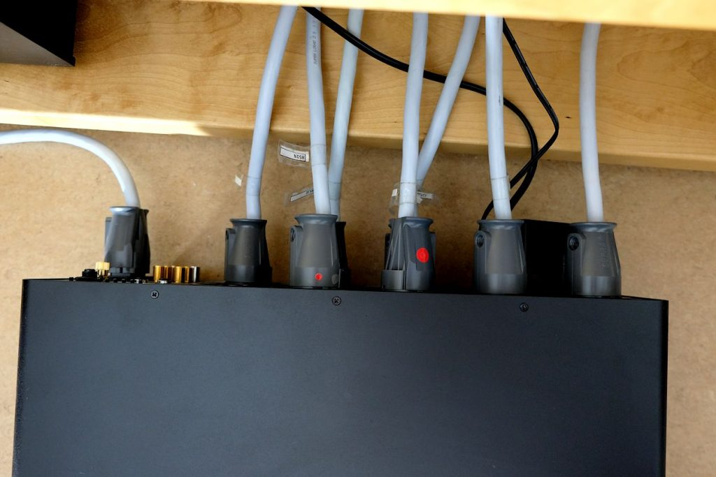 Test des HiFi & High End Netzfilter / Power Conditioner Powergrip YG-1. Hier im Bild die Steckdosen