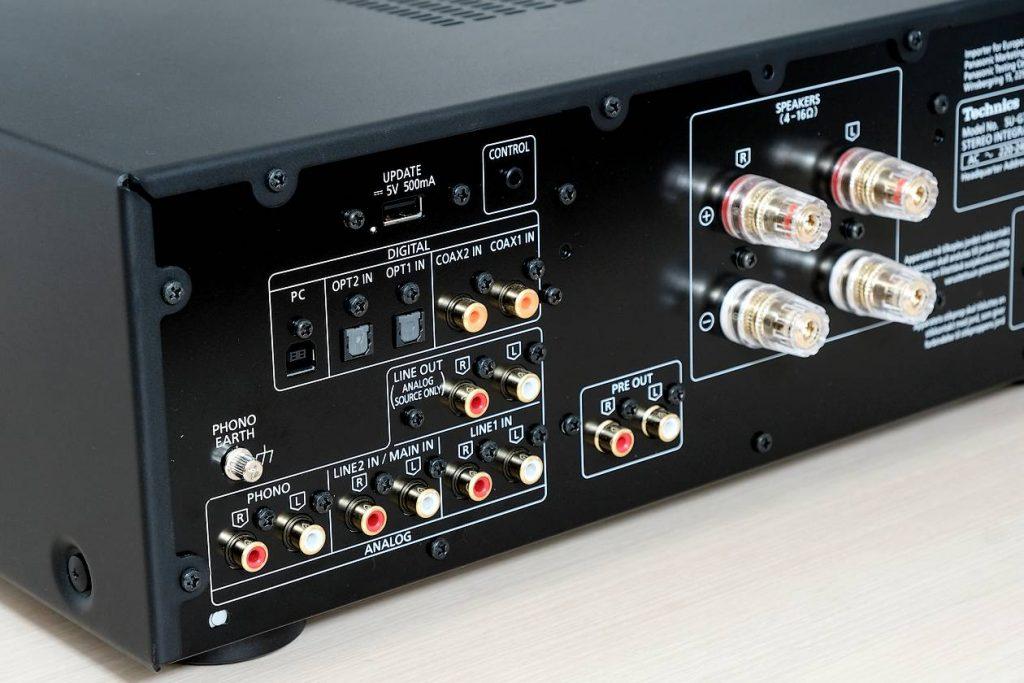 Die Cinch- und Digital-Eingänge am Vollverstärker Technics SU-G700