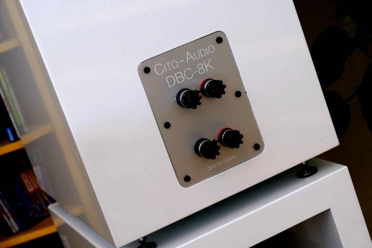 Test des Compound / Isobarik Bass Lautsprecher Cito Audio MODELL DBC-8K. Hier im Bild die Next Generation Anschlüsse von WBT